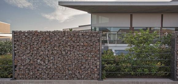 La parete costituita da doppio pannello in acciaio for Recinzioni in muratura per ville