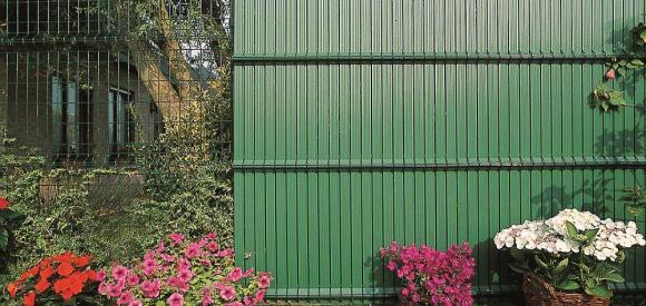 recinzioni oscurate per privacy e bellezza giardino. Black Bedroom Furniture Sets. Home Design Ideas